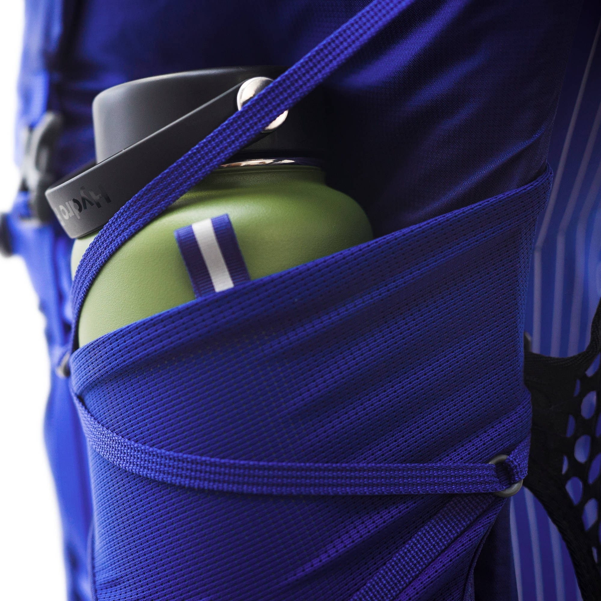 Osprey-Eja-Dual-access-stretch-mesh-side-pockets-with-InsideOut-compression-straps