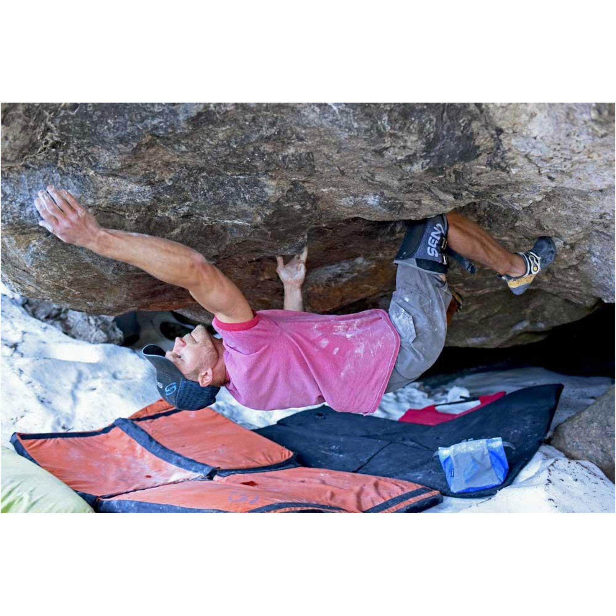 Send Climbing Large Slim Kneepad - action 2